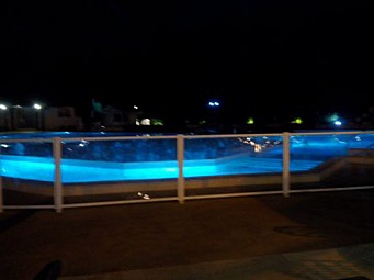 jenny_piscine_nuit.jpg